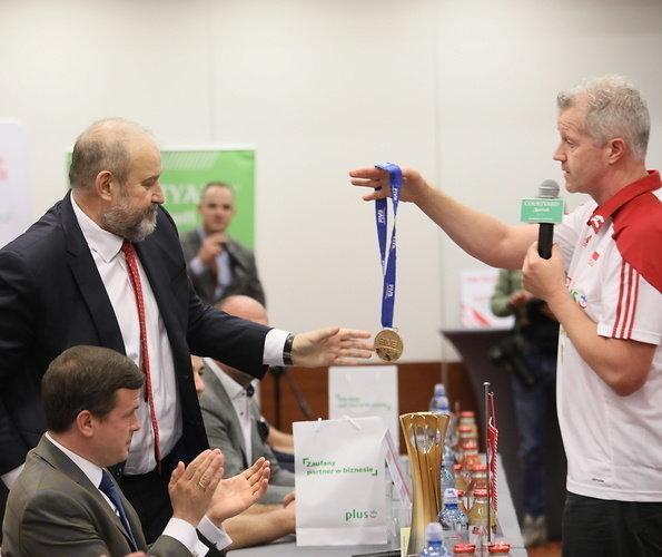 اقدام جالب سرمربی والیبال لهستان پس از قهرمانی دنیا، هاینن به قولش عمل کرد