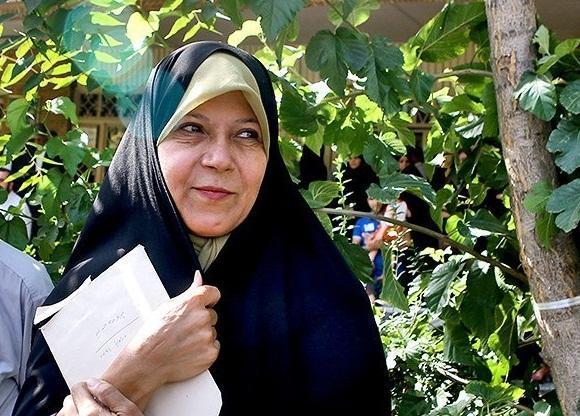 فائزه هاشمی در گفت وگو با خبرنگاران: عملکرد شورای شهر در انتخاب شهردار برای اصلاح طلبان قابل افتخار نیست