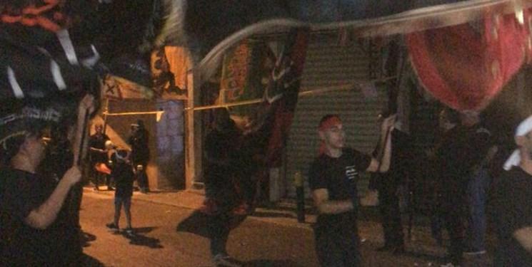 سوگواری شیفتگان اباعبدالله الحسین(ع) در ضاحیه جنوبی بیروت همزمان با شب عاشورا