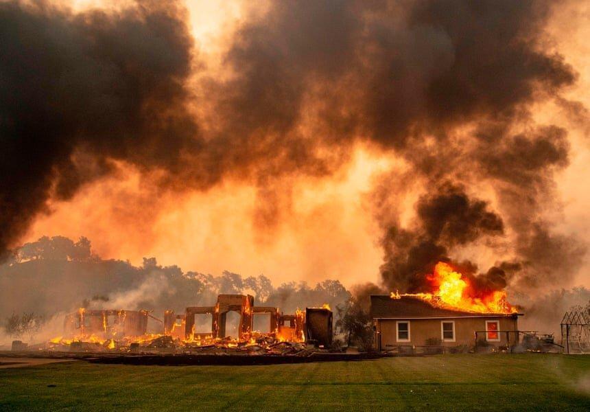 آتش سوزی مهیب در لس آنجلس ، دستور تخلیه 50 هزار نفر صادر شد