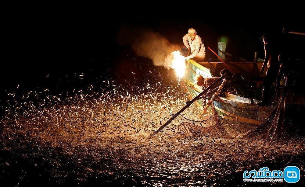اینجا با آتش گوگرد ماهی می گیرند