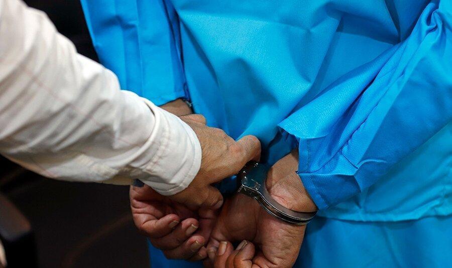 بازداشت فردی که اقدام به لیسیدن ضریح کرده بود
