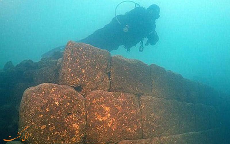 کشف دودکش های پریان یا قلعه پریان درون دریاچه وان ترکیه