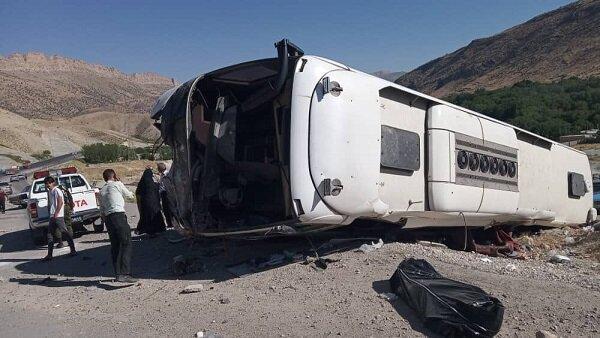 3 کشته و 6 مصدوم در برخورد اتوبوس و تریلر در محور بروجن