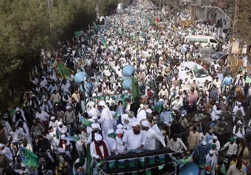 تظاهرات گسترده پاکستانی ها مقابل سفارت فرانسه در اسلام آباد