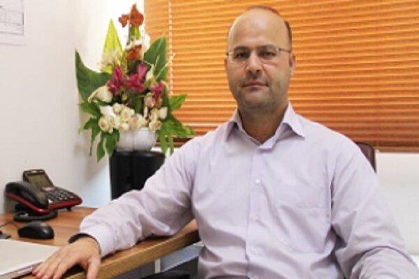 استاد دانشگاه شریف پیروز به دریافت جایزه بین المللی فیزیک نظری شد