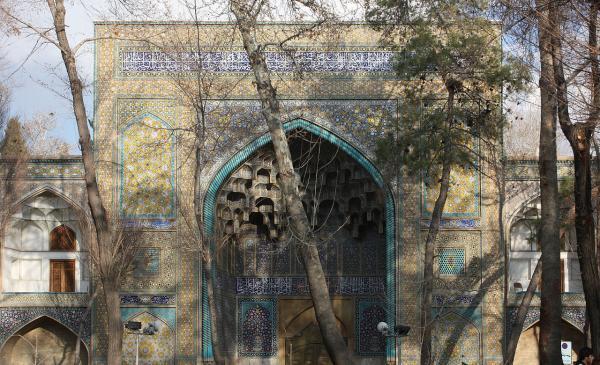خبرنگاران سَردر مدرسه چهارباغ اصفهان در معرض خطر ارتعاشات عبور مترو