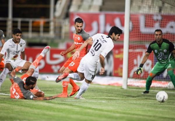 لیگ برتر فوتبال، رجحان یک نیمه ای سپاهان مقابل سایپا